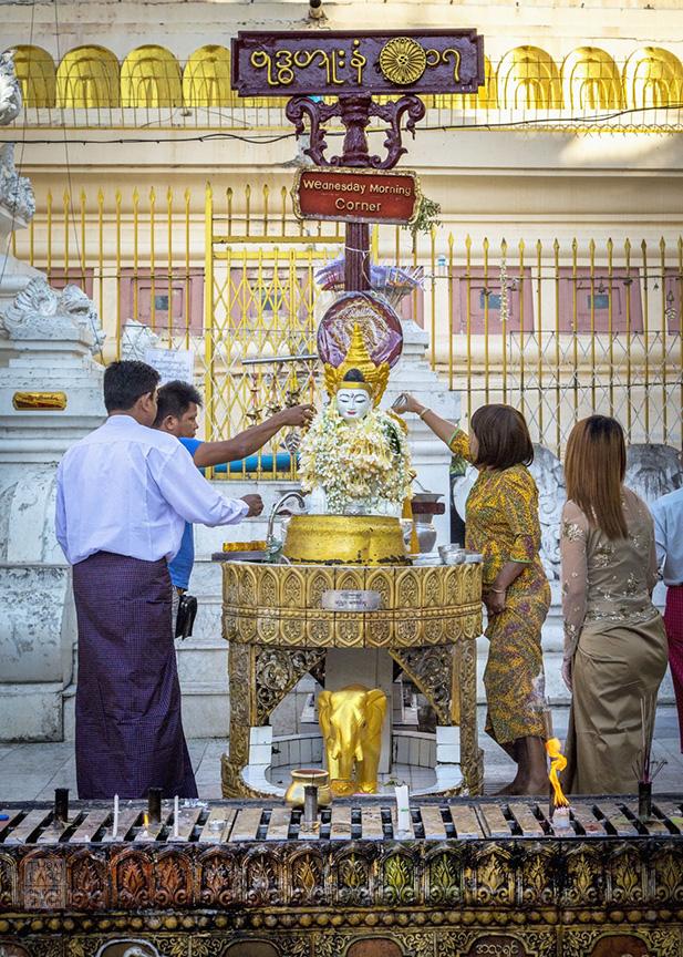 Myanmar_2017_Buddha_Shwedagon_Pagoda_Yangon_9060-BLOG