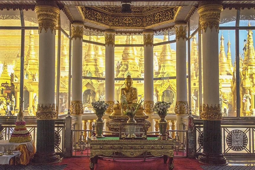 Myanmar_2017_Golden_Buddha_Shwedagon_Pagoda_Yangon_9040-BLOG